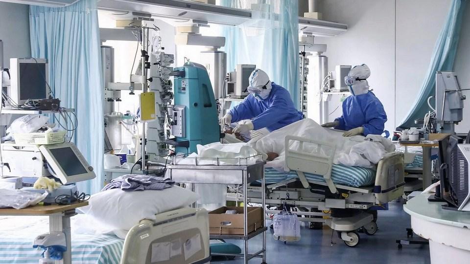 Число заболевших COVID-19 на Среднем Урале превысило 61 тысячу человек