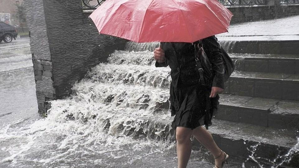 Синоптики и МЧС предупредили о сильных дождях в Свердловской области