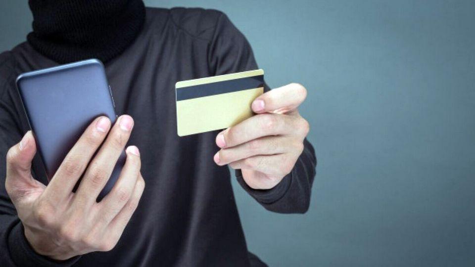 Житель Каменска-Уральского лишился 380 тысяч рублей с карты, поверив мошенникам