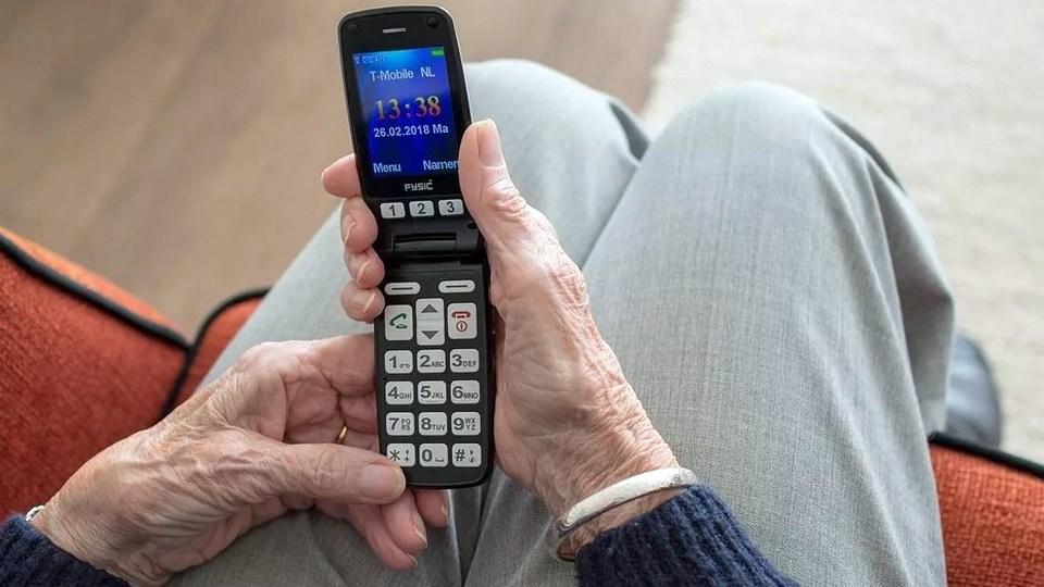 Жертвой телефонных мошенников стал 78-летний пенсионер из Каменска-Уральского