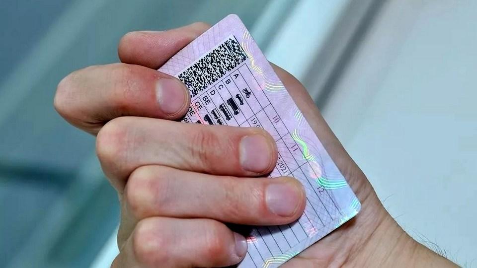 В ряде регионов РФ водительские права заменят на QR-коды