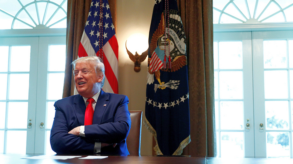 """Трамп рассказал, что в маске от коронавируса похож на """"Одинокого рейнджера"""""""