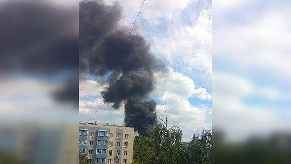 На стройке в Москве произошел пожар и взрыв грузовика, есть пострадавшие