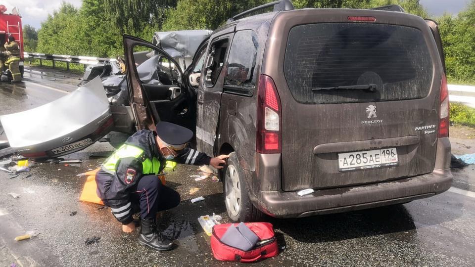 Смертельное ДТП под Каменском-Уральским: четверо погибших и четверо пострадавших