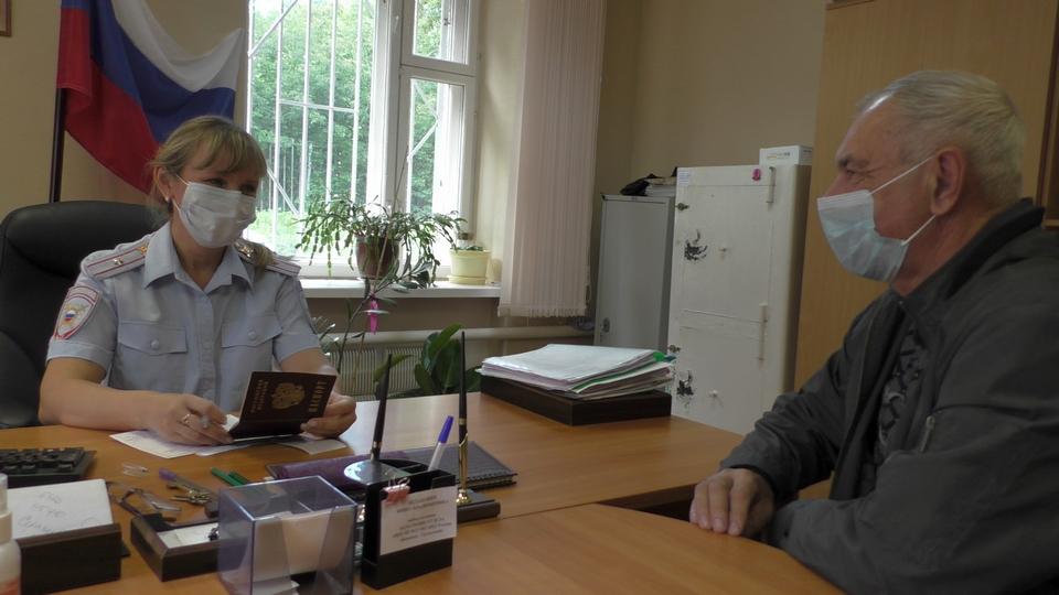 Общественники Каменска-Уральского проверили отдел по вопросам миграции
