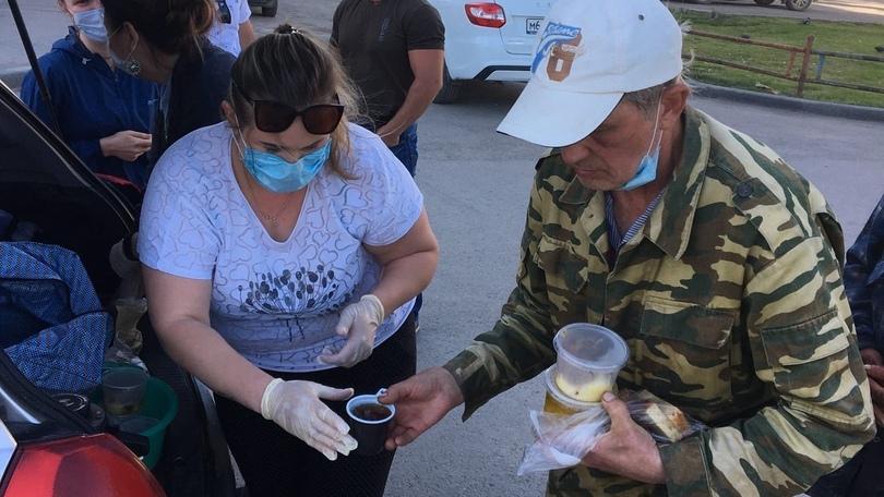 В Каменске-Уральском продолжают раздавать нуждающимся бесплатные обеды