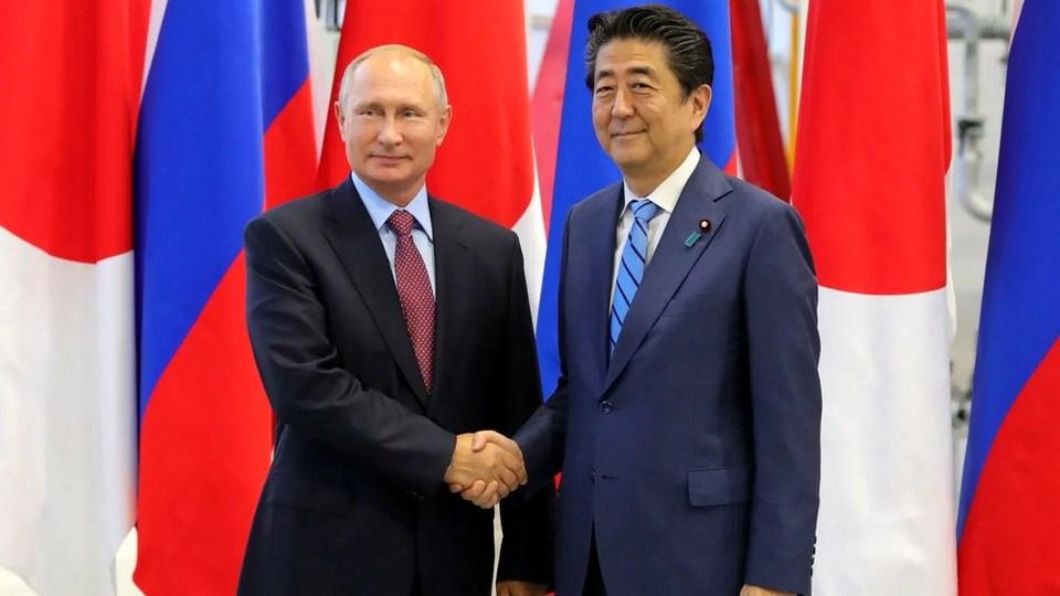 Уходящий в отставку Абэ позвонит Путину 31 августа