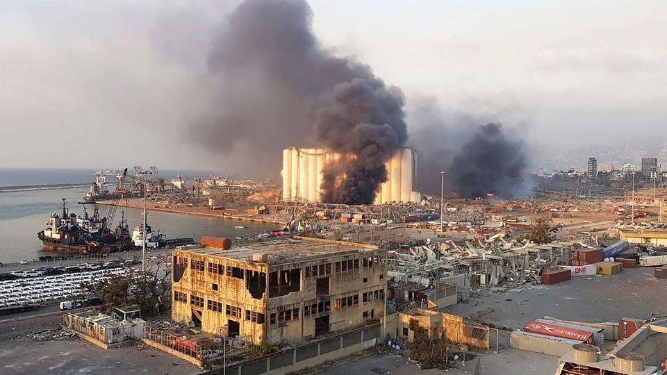 Жертвами взрывов в Ливане стали не менее ста человек