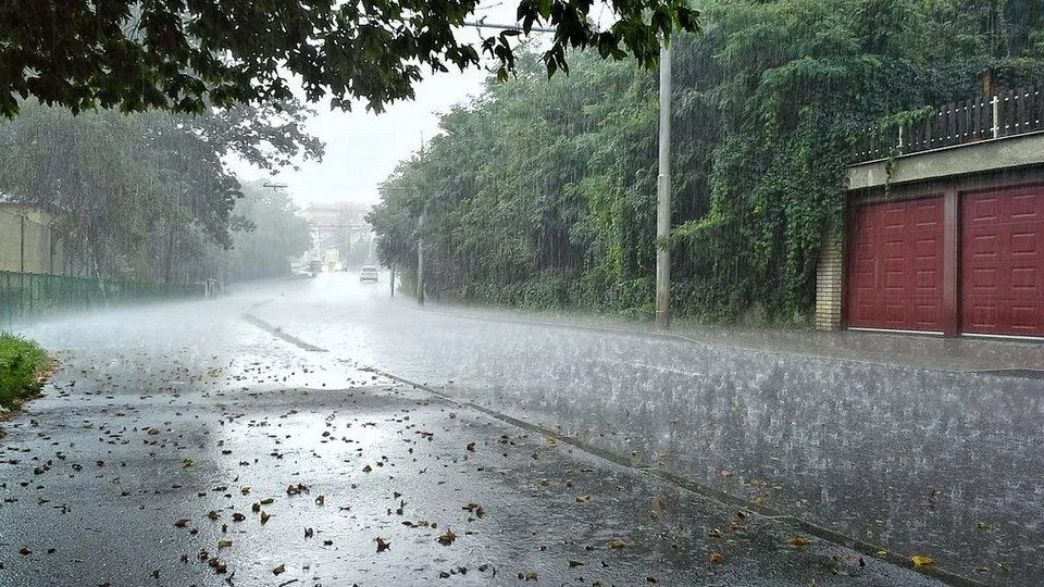 Свердловскую область продолжает заливать дождями