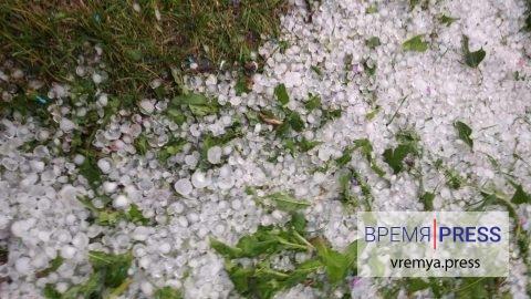 На Каменск-Уральский обрушился ливень с градом