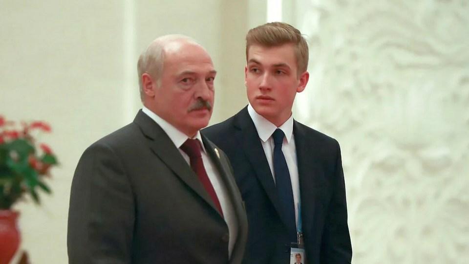 Лукашенко рассказал, что его пресс-секретарь боится младшего сына Николая