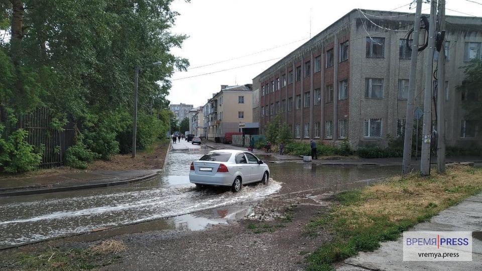 АО Горвнешблагоустройство борется с последствиями ливней в Каменске-Уральском