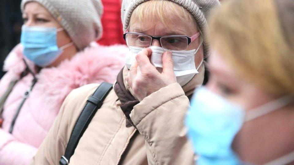 Москва снова отправляет пенсионеров на самоизоляцию