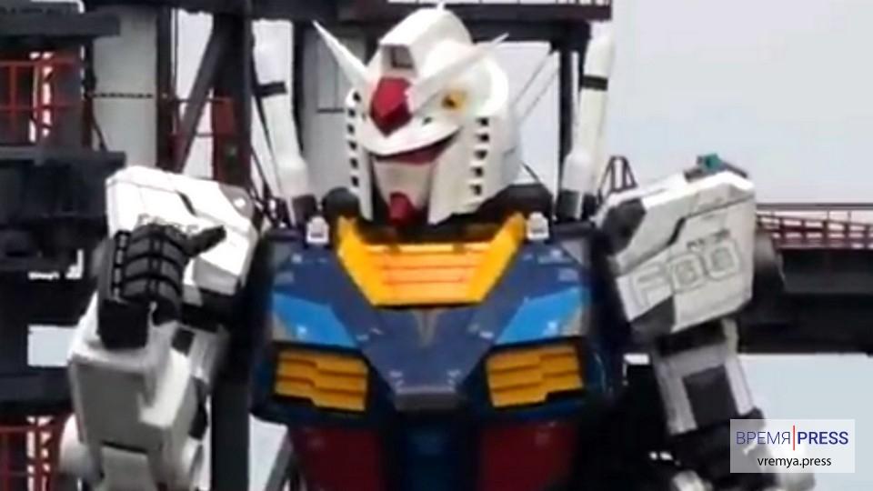 В Японии протестировали гигантского 18 метрового робота
