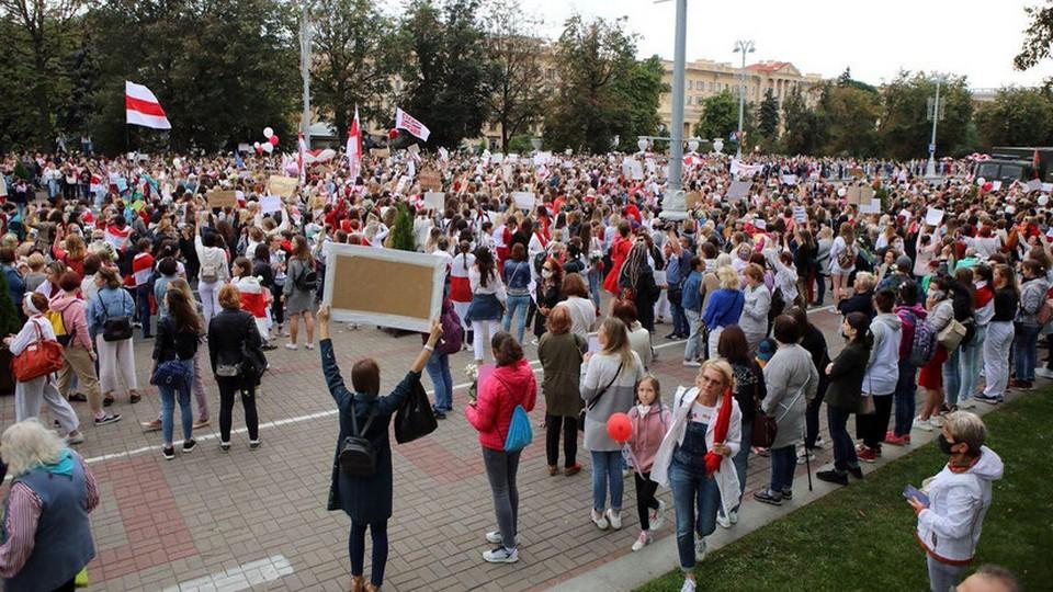 Журналист RT опубликовал полную версию разговора с протестующими из Минска
