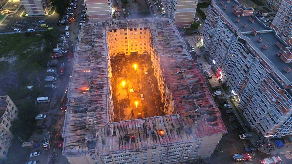 В результате крупного пожара в Краснодаре пострадали 64 квартиры