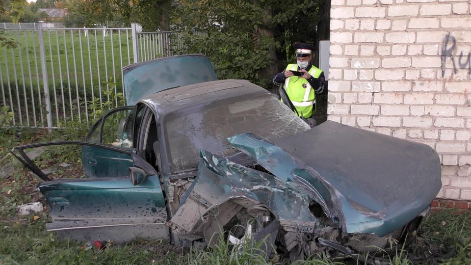 В Каменске-Уральском пьяный водитель устроил ДТП, попытавшись скрыться от ГИБДД