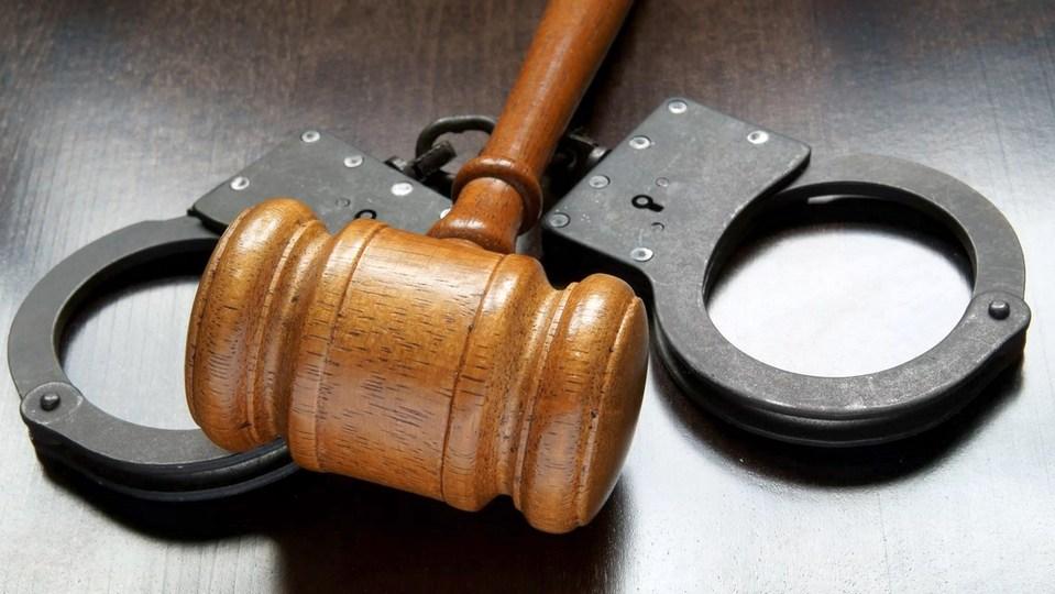 Житель Среднего Урала получил срок за убийство знакомой ножкой от табурета