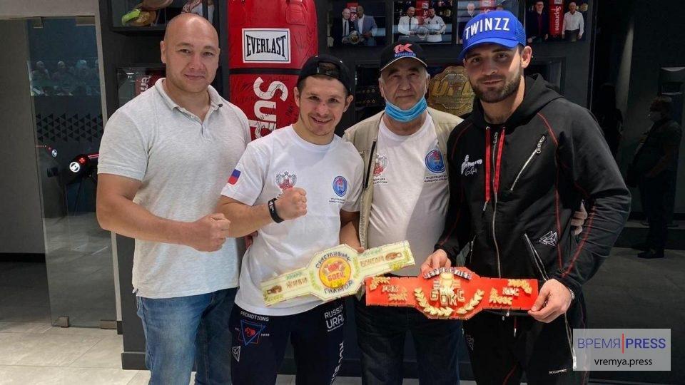 Чемпион UFC Петр Ян и другие известные бойцы получили подарки из Каменска-Уральского