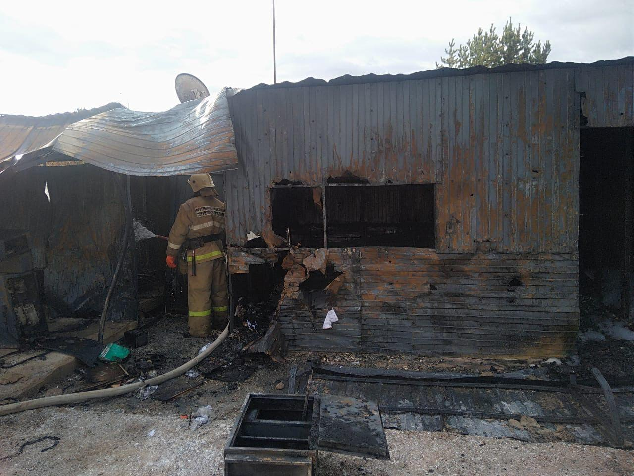 Один человек пострадал при пожаре на заправке в Свердловской области