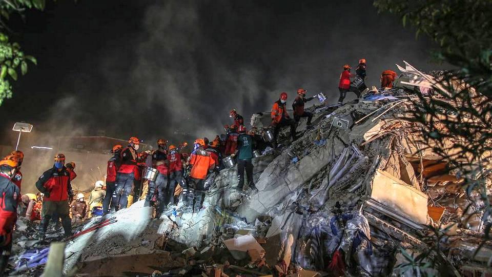Землетрясение в Турции: 24 человека погибли, более 800 пострадали