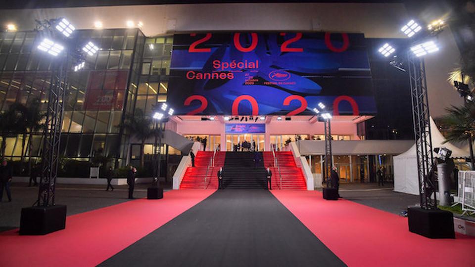 Закрытие Каннского кинофестиваля прошло с траурной ковровой дорожкой