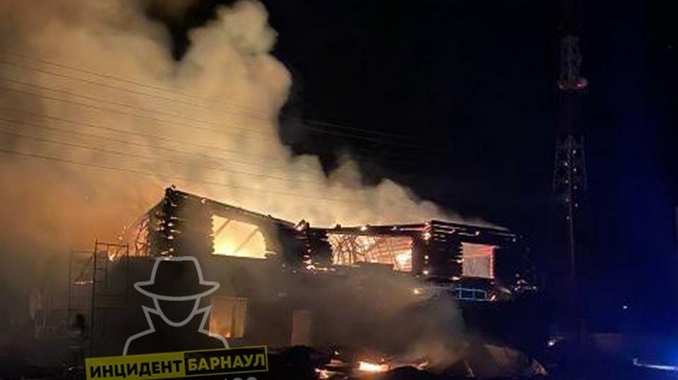 На Алтае бывший десантник поджёг дом местного бизнесмена, избил пожарных и угнал их машину