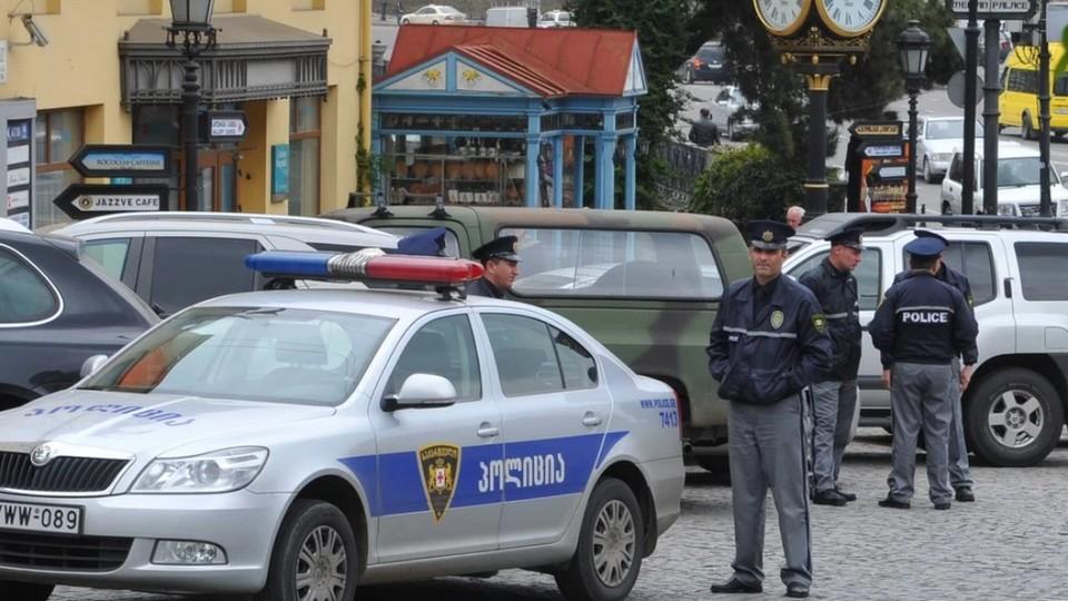 Вооруженные люди захватили заложников в одном из филиалов Банка Грузии