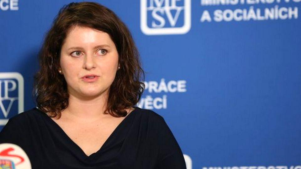 Глава Минтруда Чехии назвала премьер-министра дебилом, забыв выключить микрофон