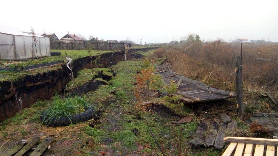 В уральской деревне Верхняя Иленка образовался огромный оползень