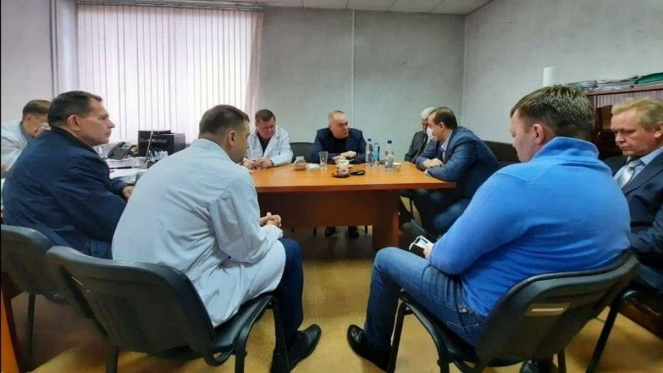 Министр здравоохранения Свердловской области провел совещание без масок в Нижнем Тагиле