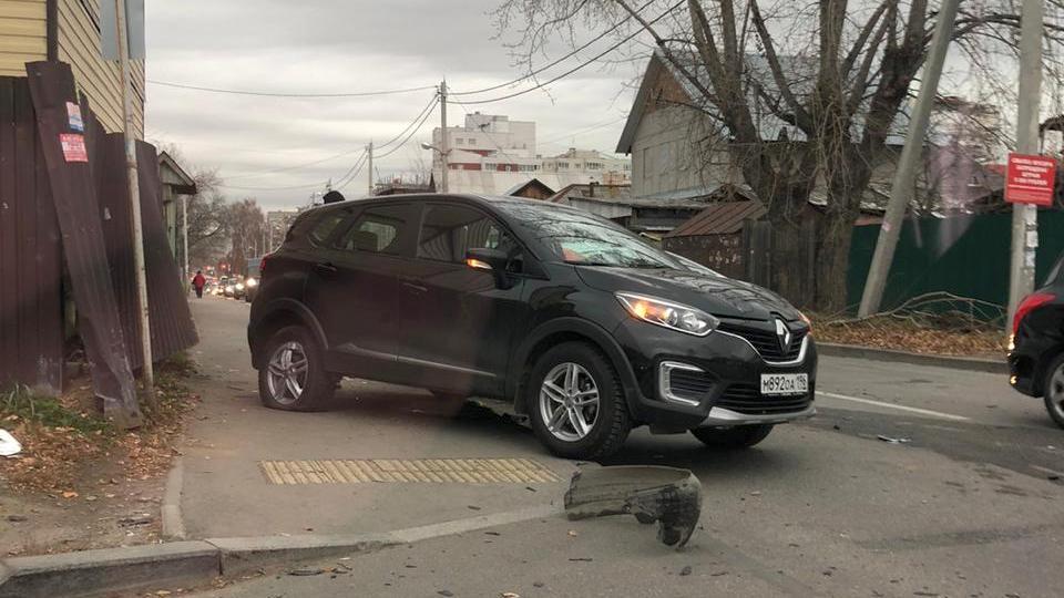 Проклятый перекресток: в Екатеринбурге на одном месте произошло четыре ДТП за два дня