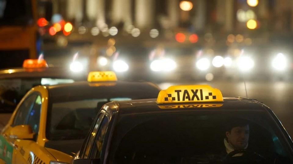 Переговоры не помогли: таксистов будут штрафовать за отсутствие защитных экранов