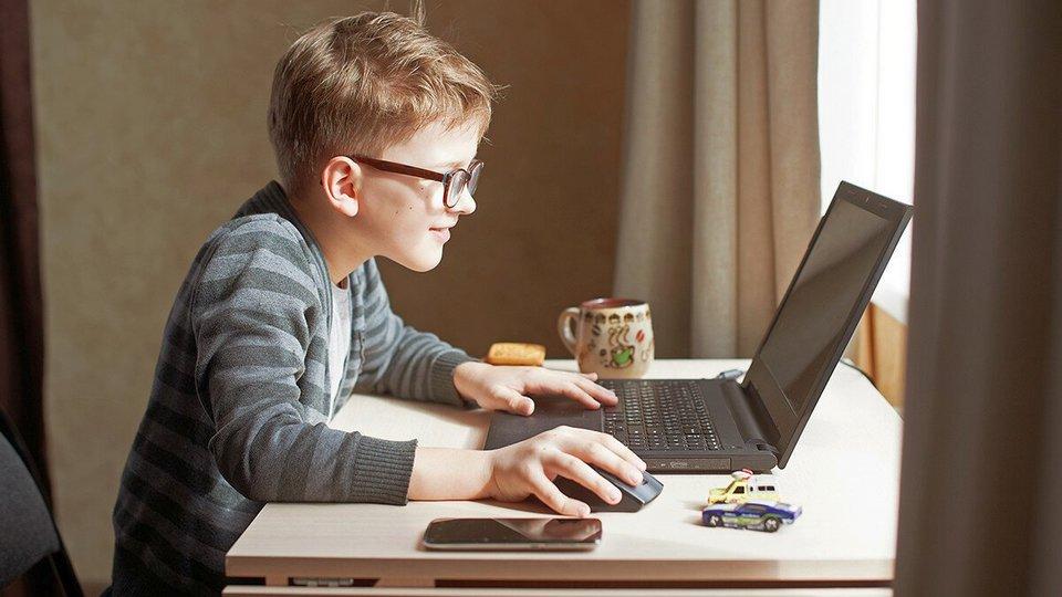 Всемирная организация здравоохранения (ВОЗ) сообщила о негативных последствиях удаленного обучения для детей.
