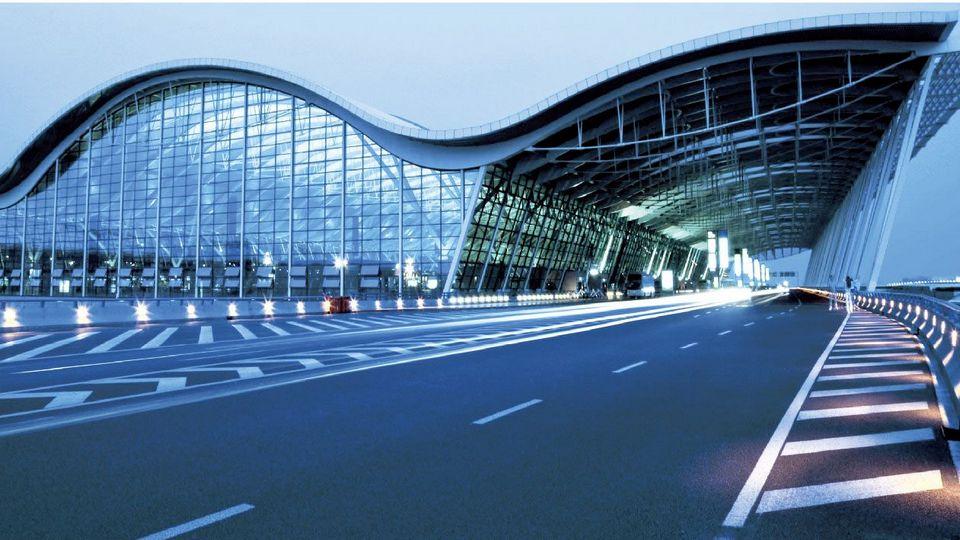 Более 500 рейсов отменили в аэропорту Шанхая из-за тестов на COVID-19