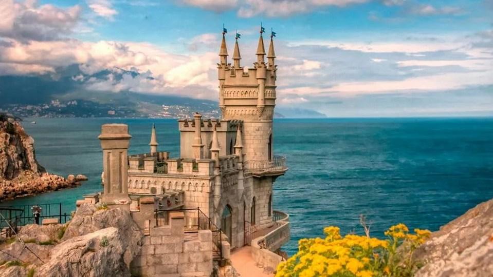 Власти Крыма заявили о готовности заменить курорты Турции и Танзании