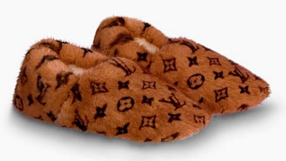 Бренд Louis Vuitton выпустил домашние тапочки за 140 тысяч рублей