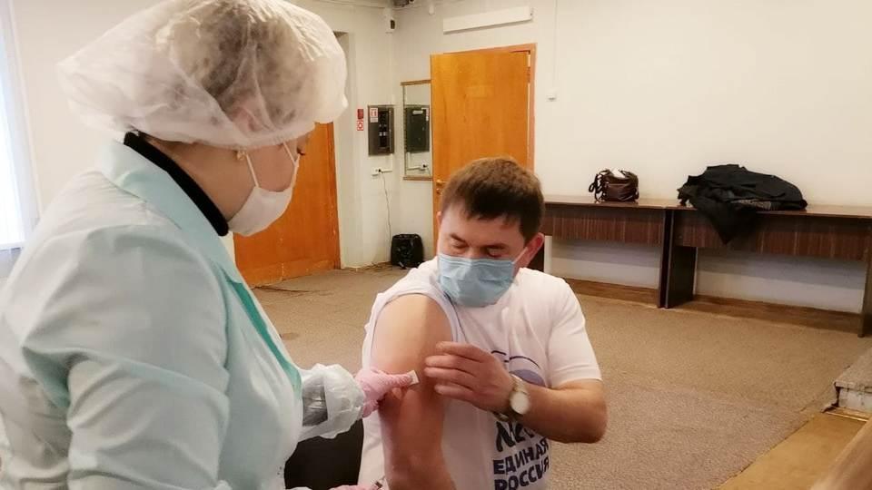 Глава города Алексей Шмыков поставил прививку от гриппа