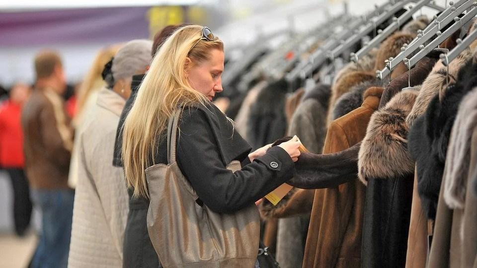 В Свердловской области снизился спрос на верхнюю одежду