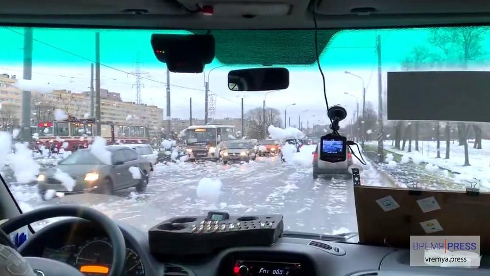 """""""Пенную вечеринку"""" на шоссе в Санкт-Петербурге проверяет Росприроднадзор"""