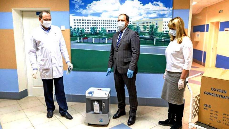 Синарские трубники передали городской больнице Каменска-Уральского кислородные концентраторы