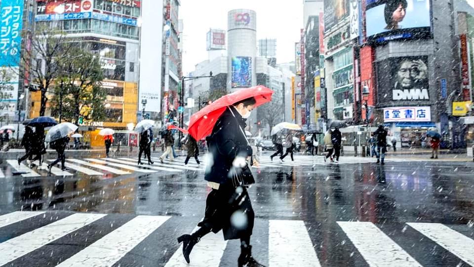 Япония вводит запрет на въезд в страну из-за нового штамма коронавируса