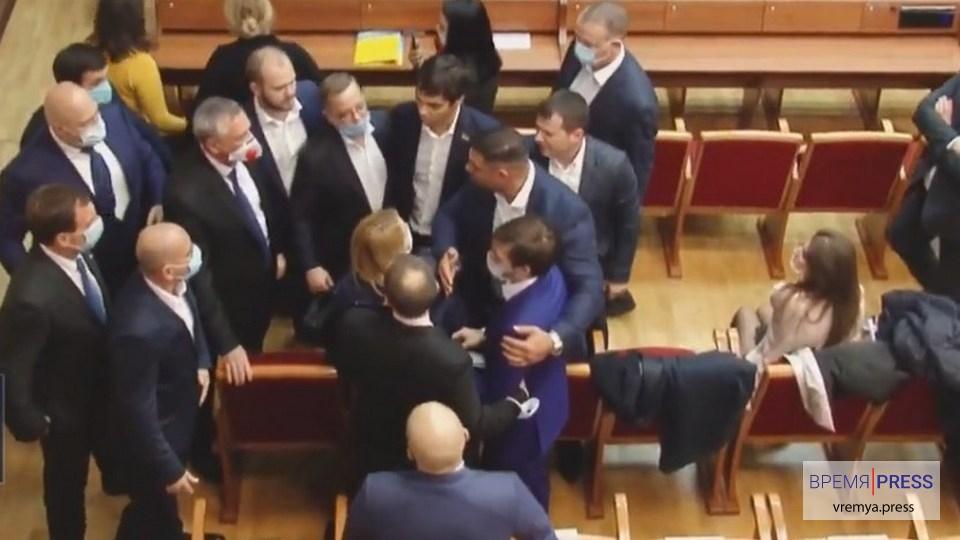 В здании Одесского облсовета произошла массовая драка депутатов