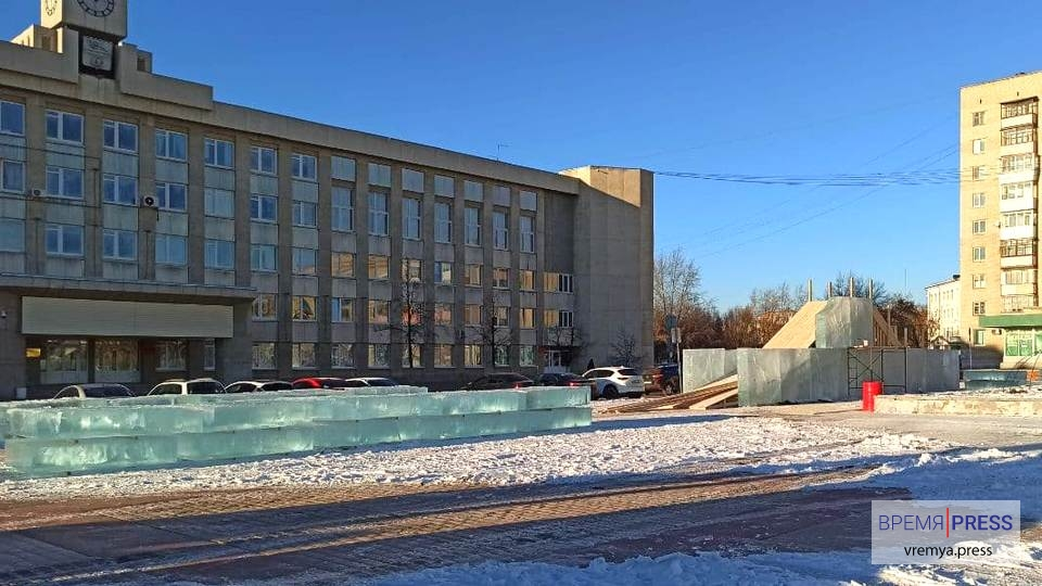 Ледовый городок в Каменске-Уральском: как идет строительство