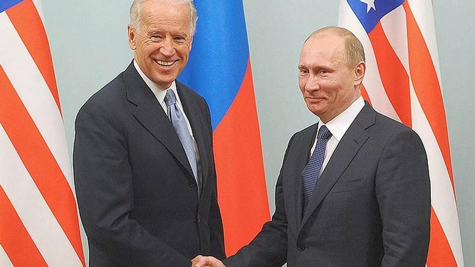 Путин поздравил Байдена с официальной победой на выборах в США