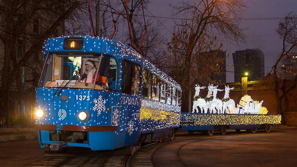 В Москве к новому году украсили более тысячи единиц транспорта