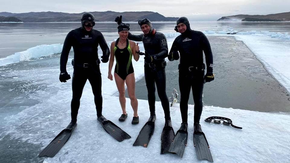 На Байкале установлен мировой рекорд по плаванию подо льдом