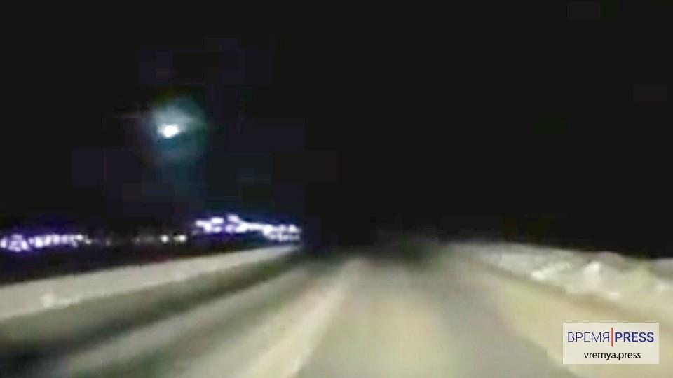 Над Камчаткой очевидцы сняли полёт метеорита
