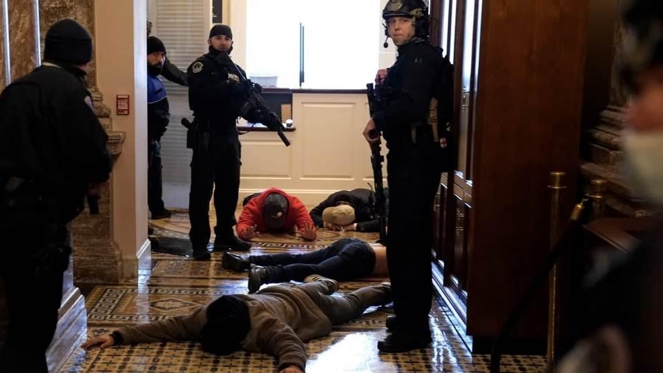 Охрана Конгресса США ранила одну из протестующих