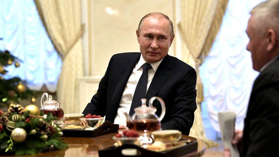 Стало известно, кого из зарубежных друзей Путин поздравил с Новым годом